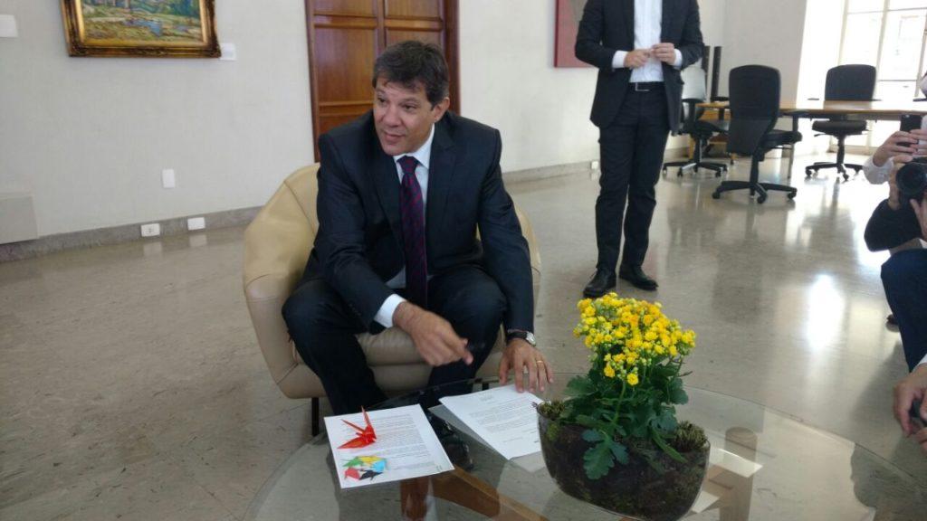 Prefeito Fernando Haddad assina carta ao Prefeito de Hiroshima em apoio ao Minuto de Silêncio na abertura dos Jogos Olímpicos Rio 2016