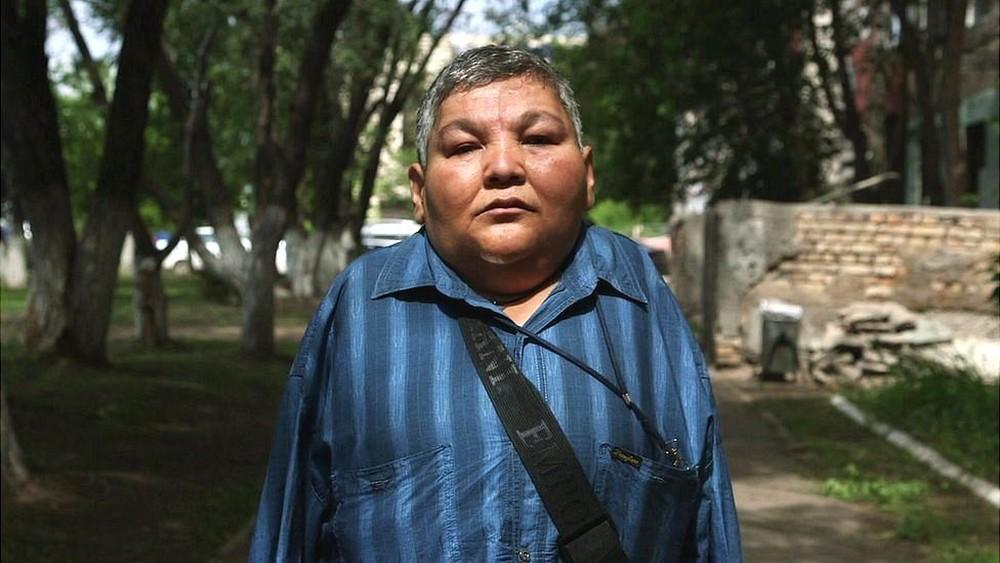 Karipbek Kuyukov tornou-se ativista (Foto: BBC)